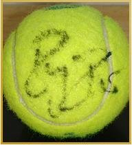 テニスプレーヤーのフェデラー選手からサイ ンボールをいただきました